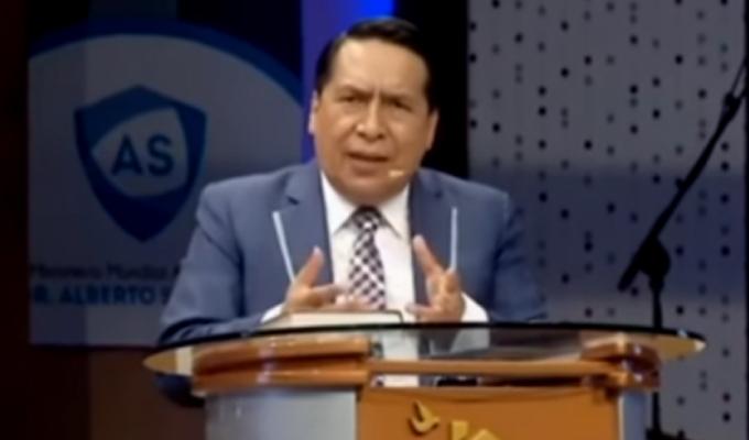 Alberto Santana habría encubierto a un líder de su congregación acusado de violar a menor