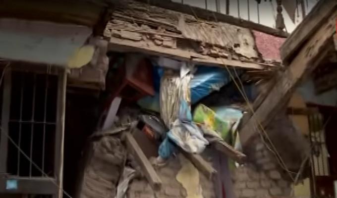 Rímac: familia quedó atrapada tras derrumbe de muro en antigua casona