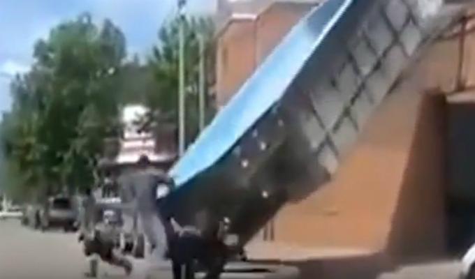 Trabajador resultó ileso tras caída de piscina