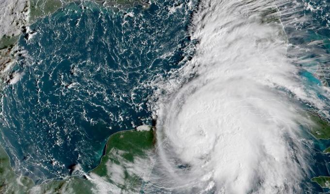 Huracán Michael se eleva a categoría 3 rumbo a Florida