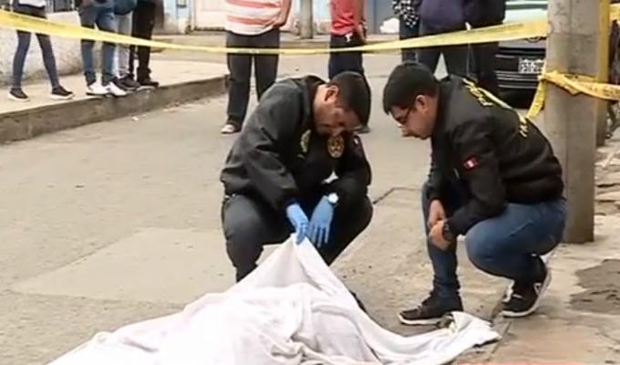 El Agustino: cadáver de hombre es abandonado en la vía pública