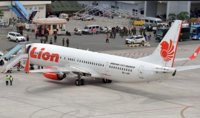 Indonesia: nuevas averiguaciones revelan que piloto de avión que se estrelló pidió regresar
