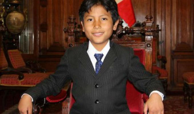 Niño arequipeño que creó su propio banco ganó premio mundial en Suecia