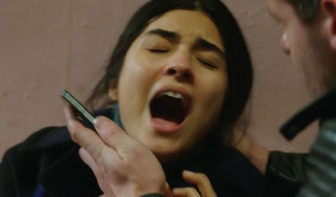 Kara Para Ask: ¡Elif es secuestrada, pero no imagina el peligro que corre! [VIDEO]