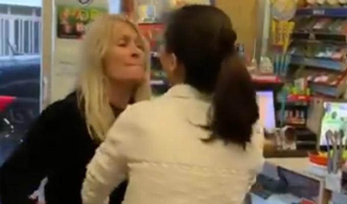 España: mujer trató despectivamente a trabajadora de origen chino