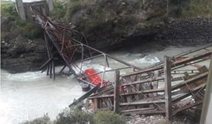 Junín: conductor de tráiler sobrevivió a caída de puente bailey