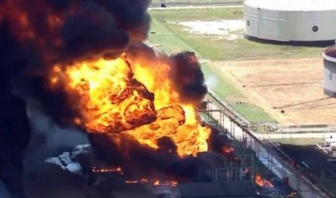 Reportan incendio de grandes proporciones en refinería de Manguinhos en Brasil