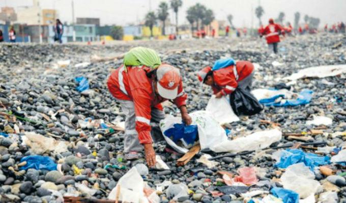 Presidente promulgó ley que regula plásticos de un solo uso en el país