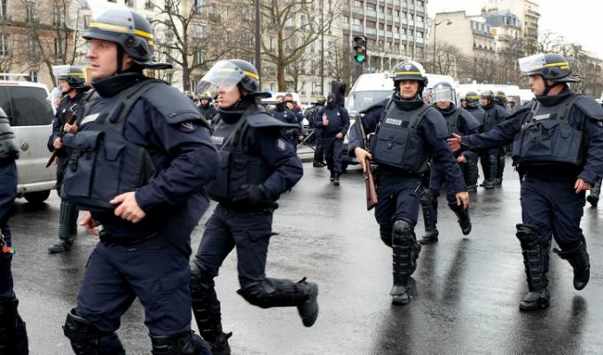 Francia: policías alzaron su voz de protesta y exigen un incremento salarial