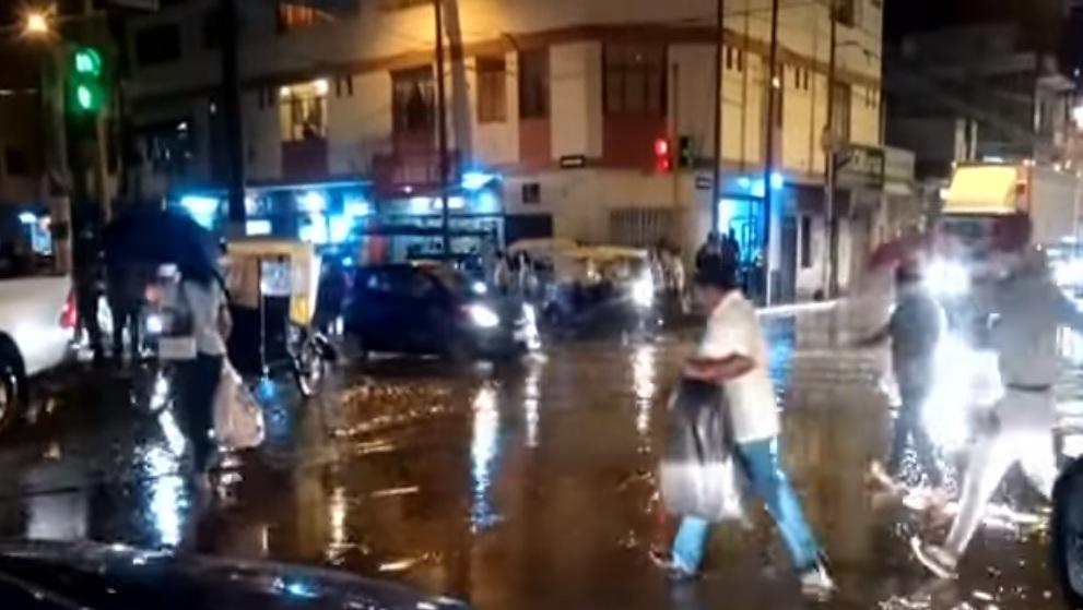 Tumbes: lluvia inundó las principales vías de la ciudad