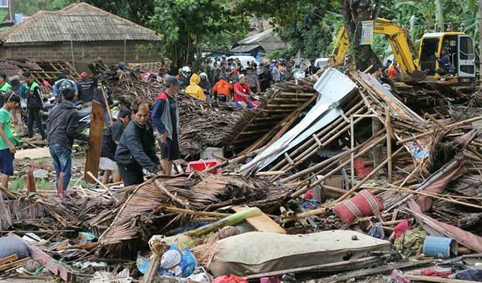 Indonesia: tsunami deja hasta el momento 230 muertos y más de 800 heridos