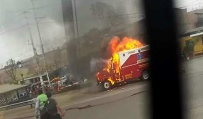 Ambulancia de los bomberos se incendió en pleno óvalo Chancay