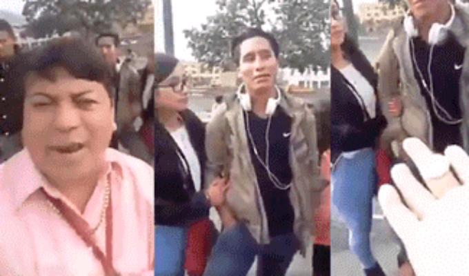 Cómico ambulante lanza moneda a pareja que le dejó propina