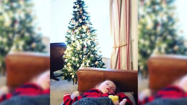 Antes de morir, anciano deja regalos para las próximas 14 navidades a la hija de sus vecinos