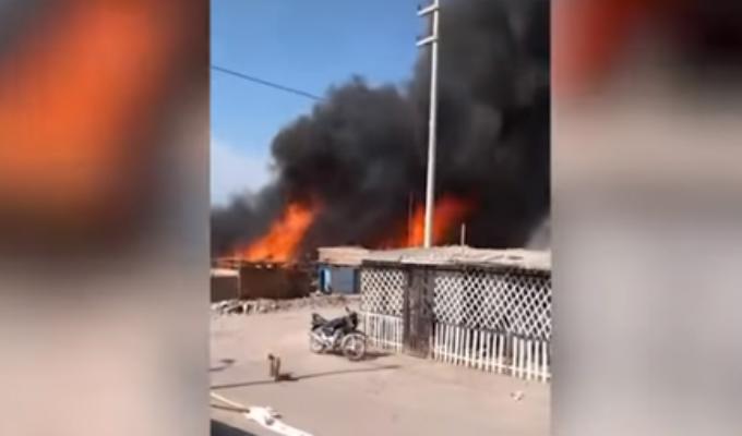 Voraz incendio consume precarias viviendas en Nasca