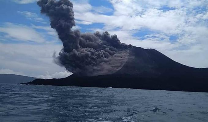 Indonesia: nivel de alerta se elevó a tres por actividad de volcán Anak Krakatoa