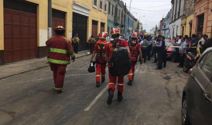 Cercado de Lima: más de 50 personas rescatadas tras derrumbe en solar