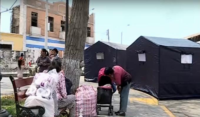 Cercado: más de 50 familias permanecen en carpas tras colapso de solar