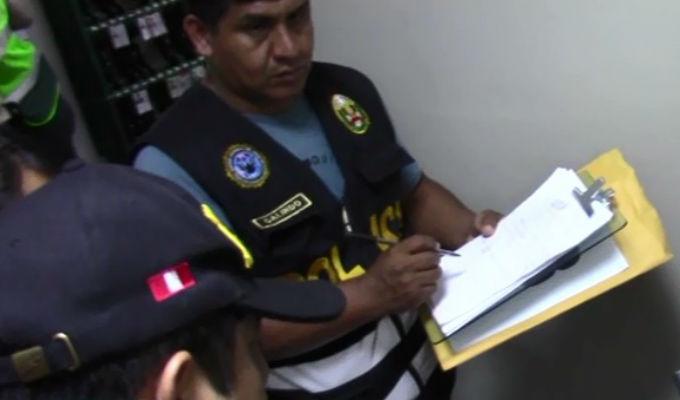 Detienen a cinco policías de tránsito por presunto cobro de cupos