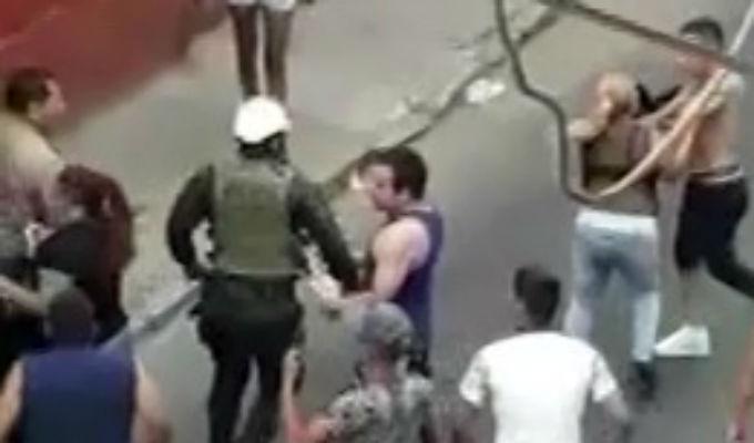 Barrios Altos: Turba enfrentó a policías para defender a presunto delincuente