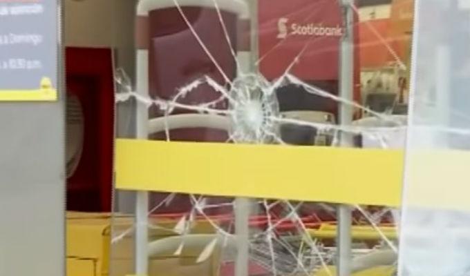 Investigan violento robo a conocido supermercado en SJM