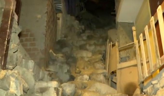 SJL: mujer muere llevando agua para sus hijos tras caer de escalera informal
