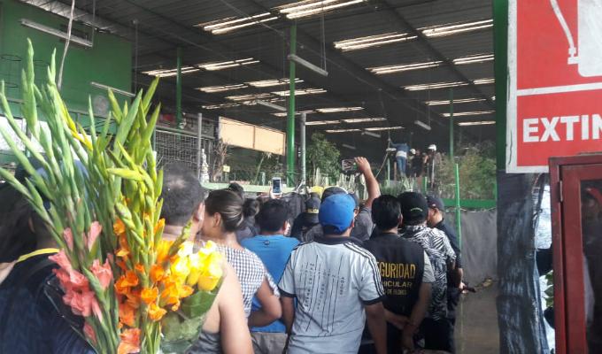 Rímac: comerciantes se atrincheraron en sus puestos para evitar ser desalojados