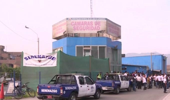Serenos de SJL protestan por retraso de sus sueldos