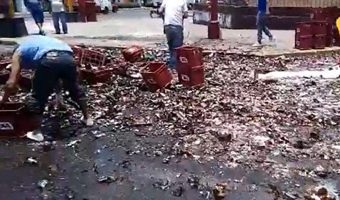 FOTOS: camión cargado de cerveza se volcó en el Callao