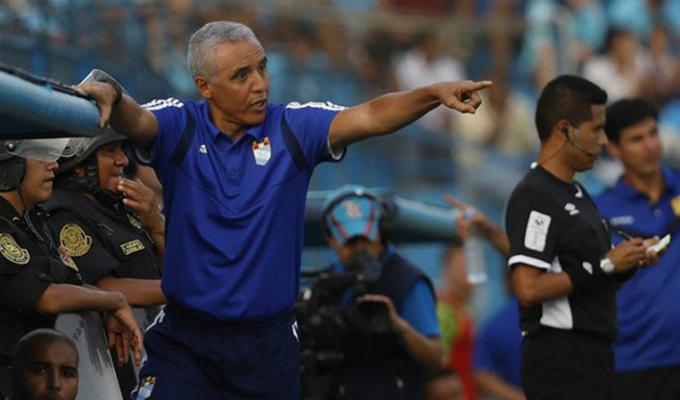Alexis Mendoza dejó de ser entrenador de Sporting Cristal