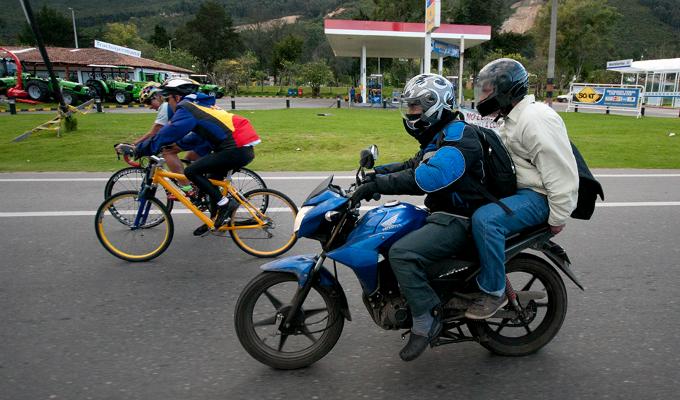 Continúa controversia ante propuesta de prohibir motocicletas con dos pasajeros