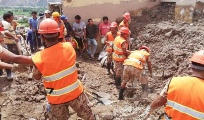 Arequipa: Ejército participa en labores de limpieza en ciudad de  Aplao