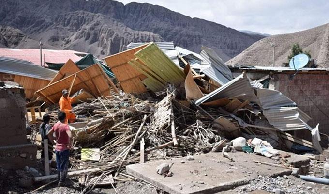 Tacna: rescatan en medio de los escombros a poblador de Mirave