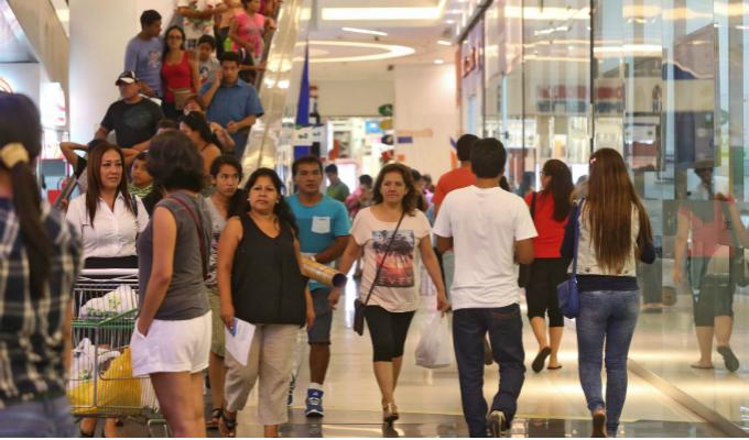 Revelan que 5 de cada 10 familias peruanas cree que mejorará su situación personal este año