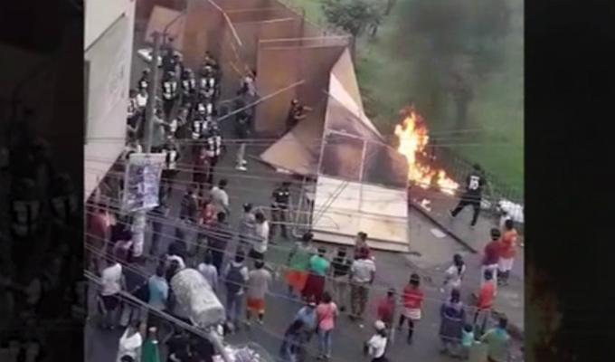 Ambulantes queman stands de comerciantes extranjeros en Ate Vitarte