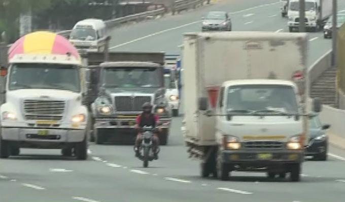 Repartidor motorizado realizó peligrosas maniobras en la vía Evitamiento