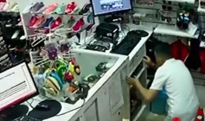 Cercado de Lima: intentan robar conocida tienda de calzado