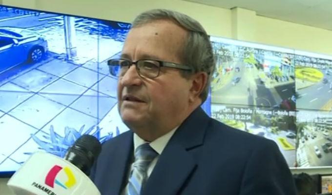 Alcalde de Miraflores entregó proyecto sobre motos lineales al Congreso