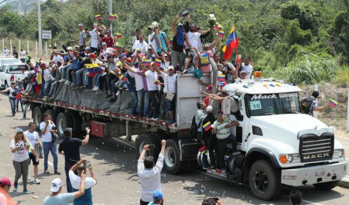 Colombia: más de 280 heridos tras paso de ayuda en frontera con Venezuela