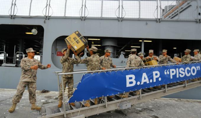 BAP Pisco lleva más de 700 toneladas de ayuda humanitaria a Piura
