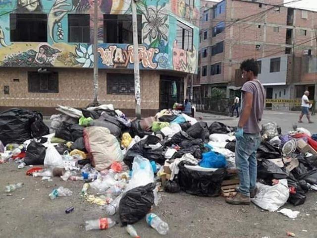 Montañas de basura amenazan la salud de los vecinos de El Agustino