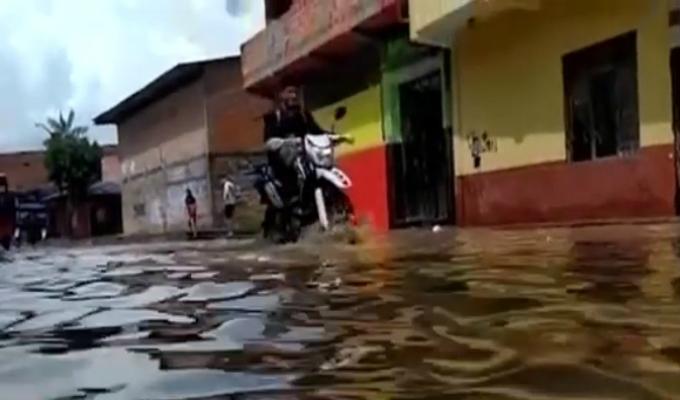Intensas lluvias inundaron varias calles de Iquitos