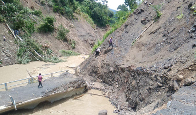 Cusco: puente está a punto de colapsar por crecida de río