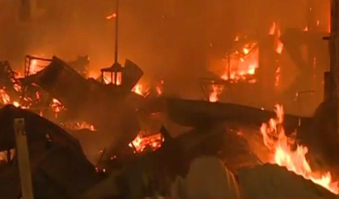 Voraz incendio consumió almacén de aceites en Ventanilla