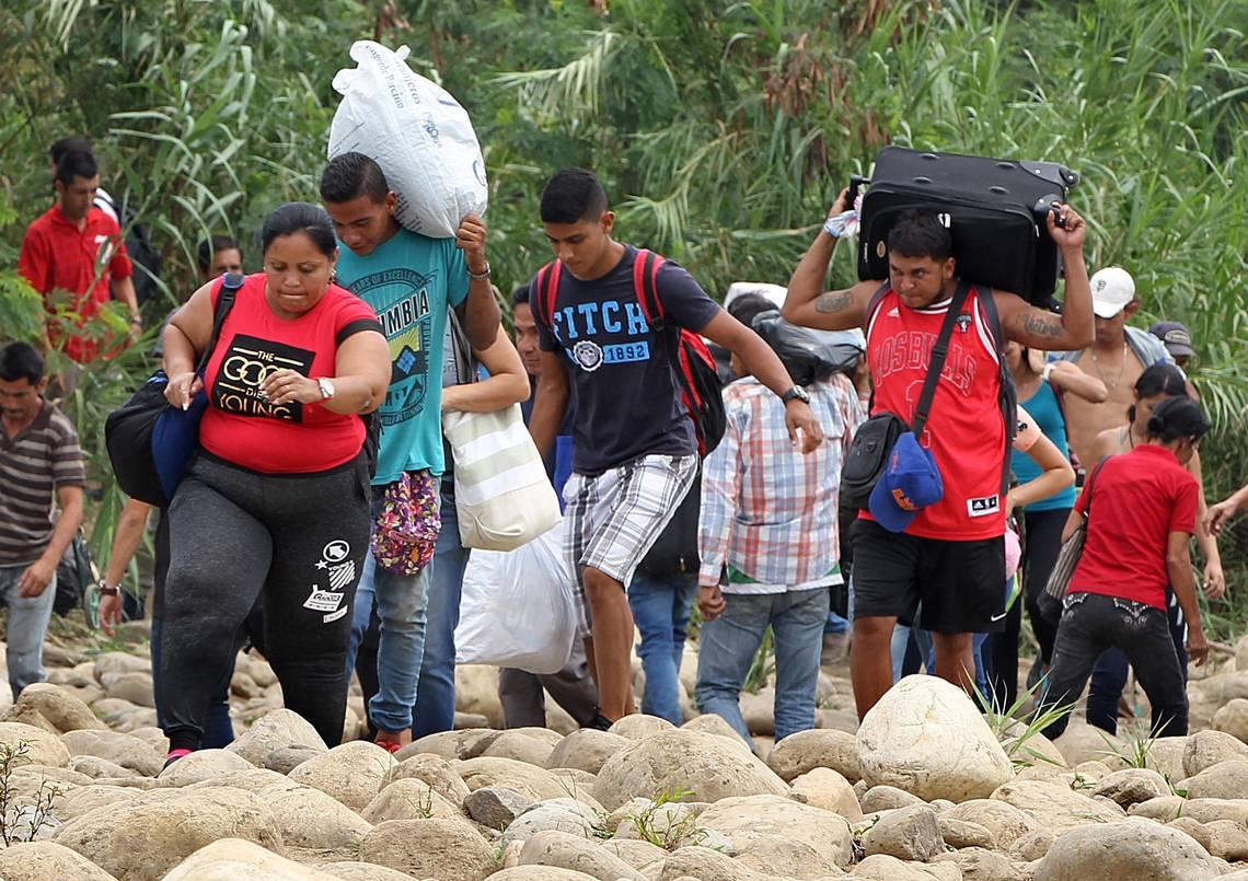 Venezolanos atraviesan caminos irregulares para llegar a Colombia
