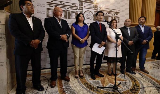 Bancada PpK acordó no cambiar de nombre pese a pedido del partido