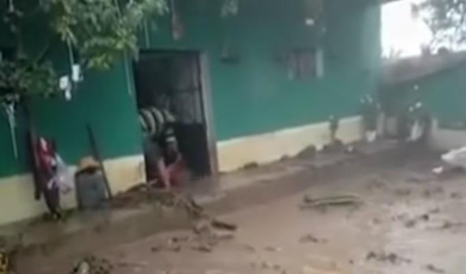 Ayacucho: colapso de represa dejó viviendas inundadas