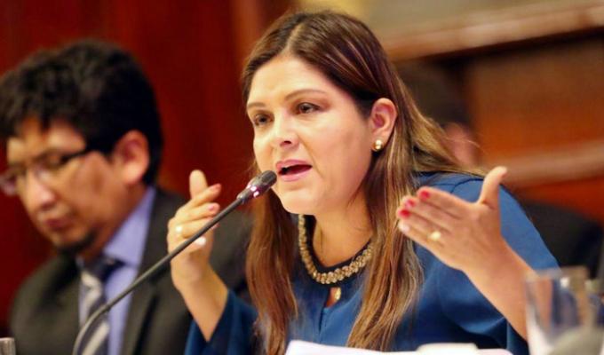 Karina Beteta denuncia por agresión a Daniel Salaverry ante comisión de Ética