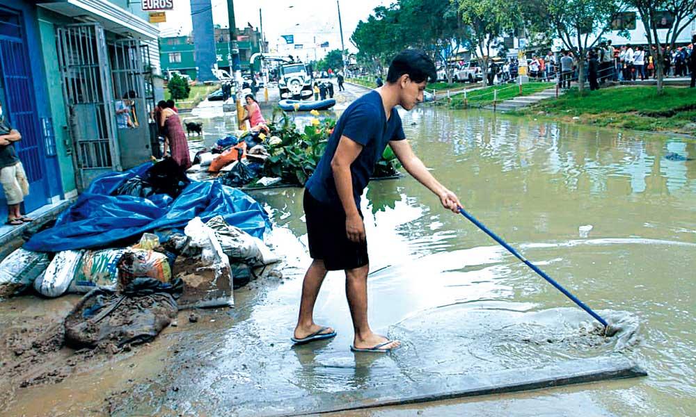 Vecinos de SJL piden ayuda a Sunass por cobro de agua pese a no contar con servicio