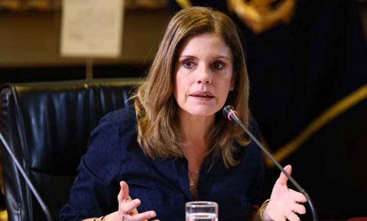 Mercedes Aráoz propone aumento de sueldo para congresistas